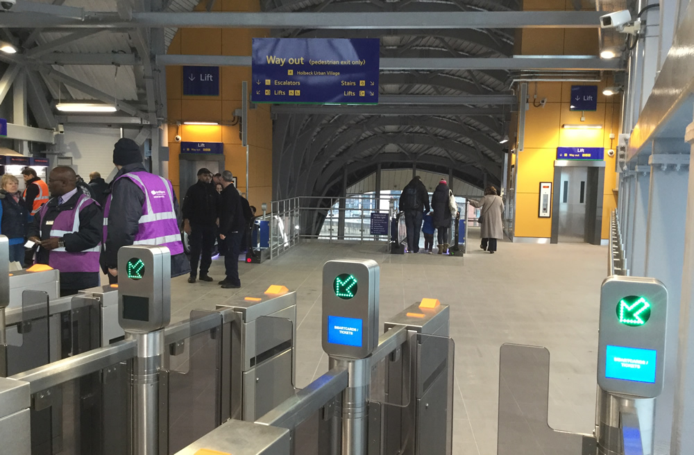 Photo: Interior of Leeds Station Southern Entrance.